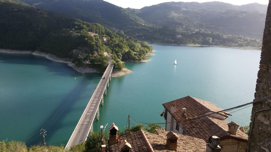 Village On The Lake, Rieti