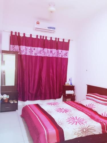 HomeStay, Private Room Double Queen size Bed Looking for Guest ! Located at Equine Park , Puchong So, Kuala Lumpur