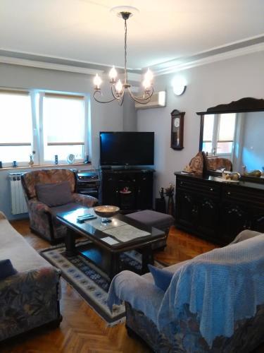Macedon Apartment,