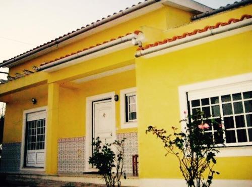 Yellow house, Lourinhã