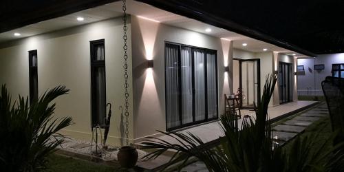 Szhnn Villa - Spacious Room in Village, Kota Kinabalu