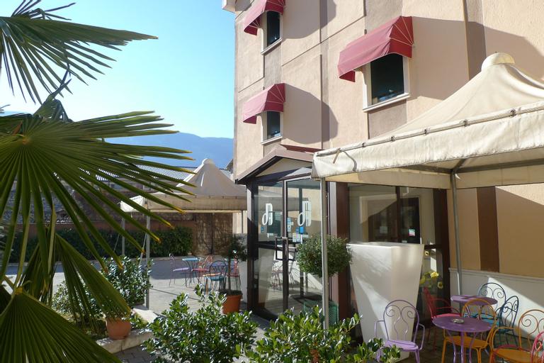 Hotel De Meis, L'Aquila