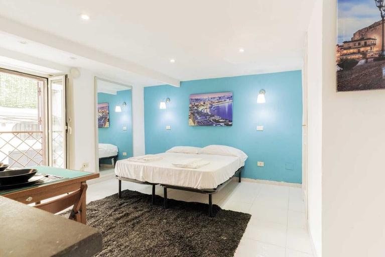 Luxury House, Napoli