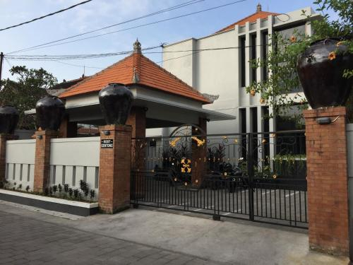 Gentong Kost, Denpasar