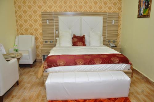 Mozida Suite, Ungogo
