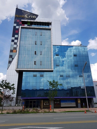 Esia hotel, Dong