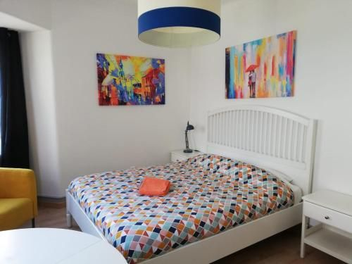 BED&SHOWER Moscavide -Self Check-In, Loures