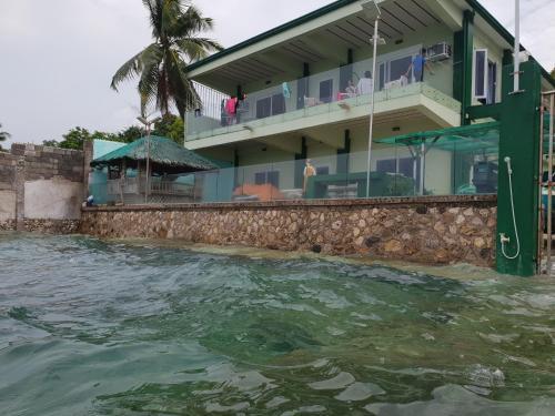 Kumz Beach House, Catmon