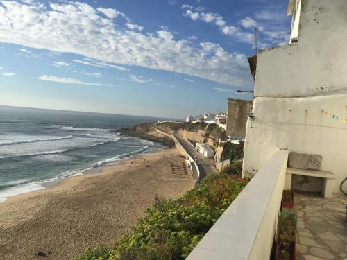 Seafront house above the beach M113, Mafra