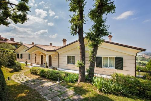 Villa in Montescudo with 4 bedrooms and private bathroom, Rimini