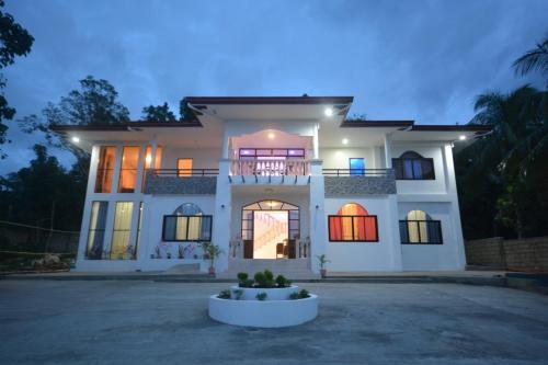 White Summerville Tourist Inn, Busuanga