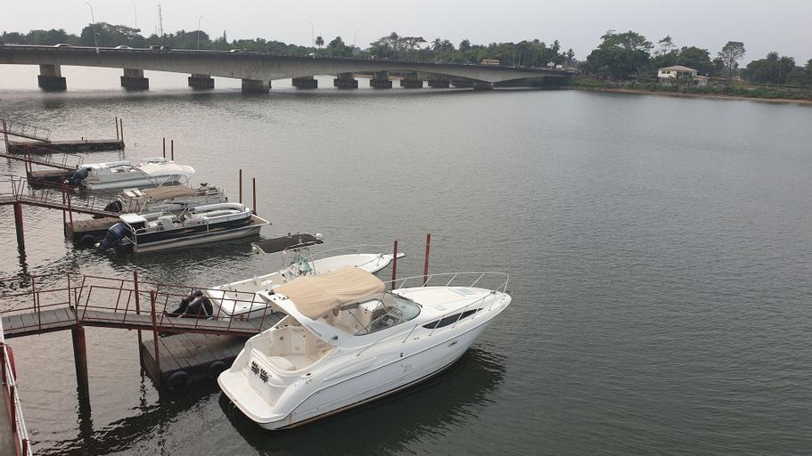 Riverside Resort Villas, St Paul River