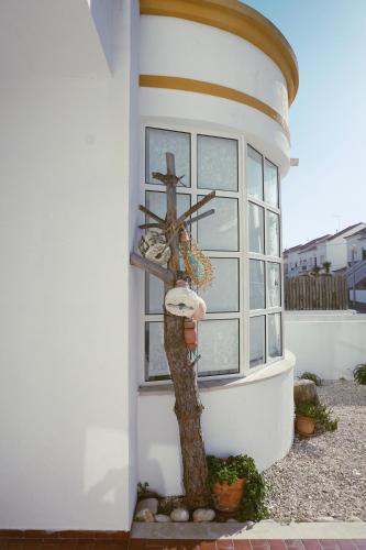 The Hangfive House, Peniche