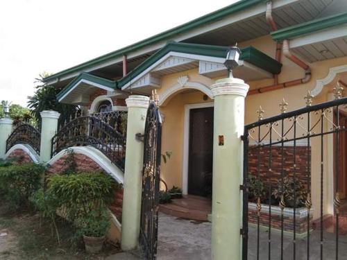 Theo's Transient House Rooms, Alaminos City
