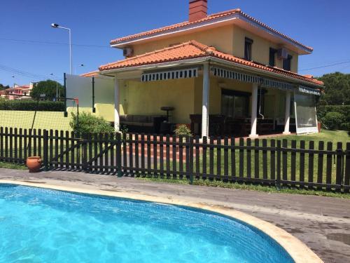 Fantastic villa With pool, Cascais