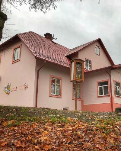 Lucas muiza, Valmiera