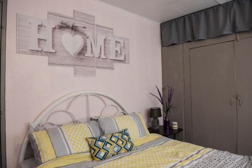 Spacious Vacation House or Room Only, Olongapo city center., Olongapo City