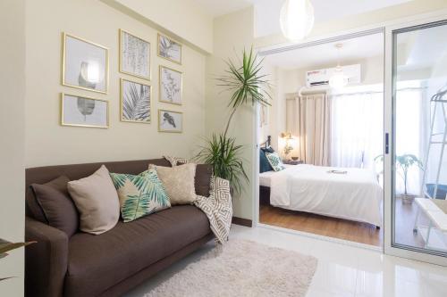 Fiber-powered Tropical Oasis, Quezon City