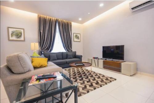 14 PAX [ATARI] Modern Minimalist 2-Storey House in Tmn Bkt Indah With BBQ, Johor Bahru