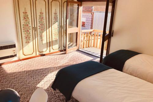 Rooms (single & double) close to city centre, Porto