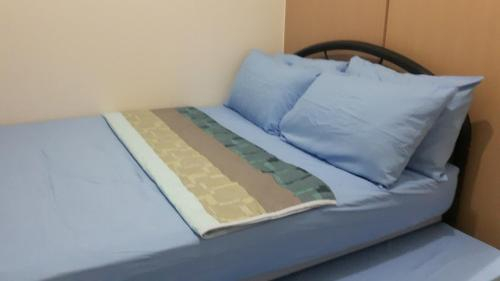 DAVE'S PRIVATE AND COZY UNIT @ TREES RESIDENCES, Quezon City