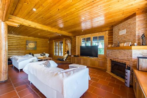 Amazing Wooden House in Aroeira Golf Courses, Almada