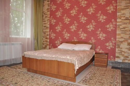 Flamingo Hotel, Lyudinov