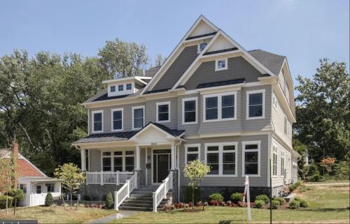 Luxury Two-Room Loft in Fabulous Model Home, Arlington