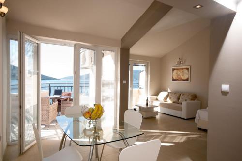 Isidora Apartments,