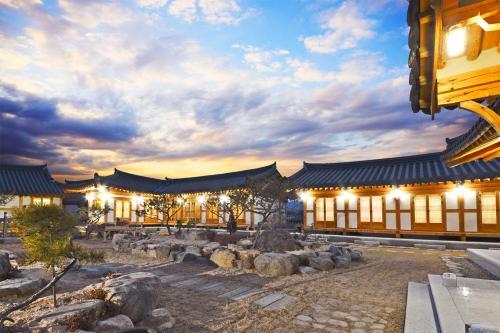 Gyeongju Wadamjung Hanok, Gyeongju