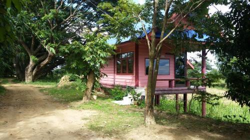 Poom Tam Resort, Tha Muang