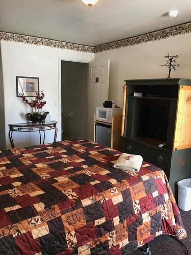 Rustic Inn Motel, White Pine