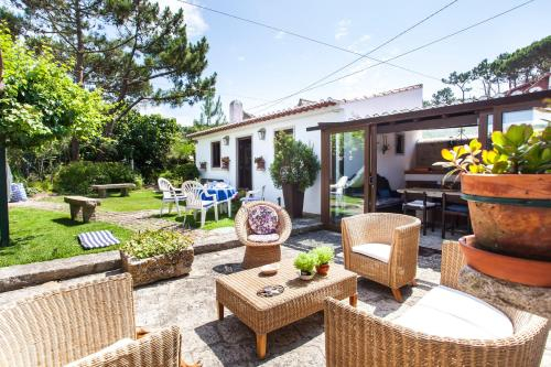 Beautiful Country House & Romantic Garden, Sintra