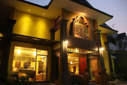 บ้านผึ้งแม่สะเรียง, Mae Sariang