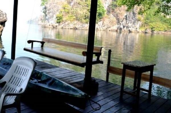 Floating House, Thong Pha Phum