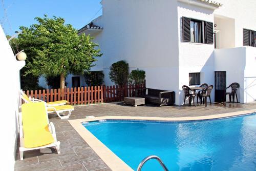 Moradia com piscina privada para Ferias em Quarteira Algarve, Loulé