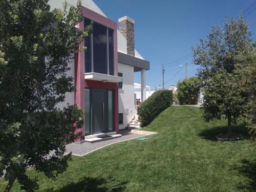 Peter Love House, Mafra