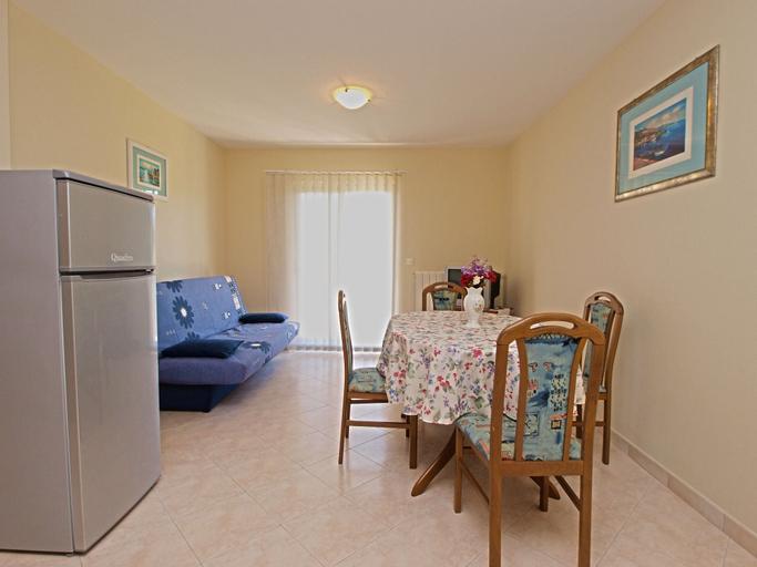 Apartment 1094, Sveta Nedelja