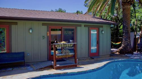 Poolside Cottage - Walk to CalTech, Los Angeles