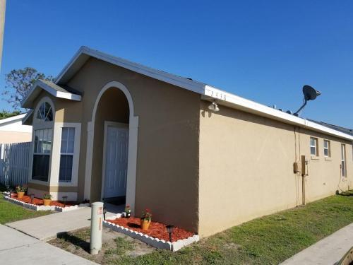 Cozy 3 bedroom House near Disney parks!, Osceola