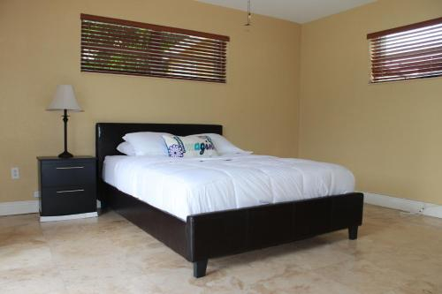New Pool Home in Hollywood Beach Miami PRIVATE!, Broward