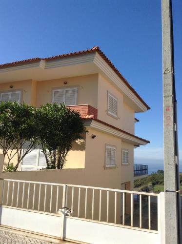 Beautiful house in Praia Salgado , 5 min from Nazare, Nazaré
