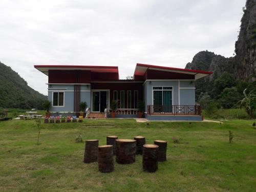 บ้านล้านวิว ป่าตาดโฮมสเตย, Lan Sak