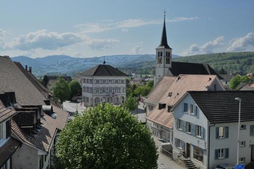 Roschenzerhof, Laufen
