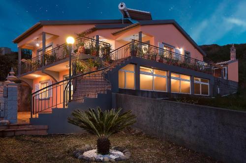 Paradise House Calheta, Calheta