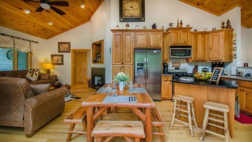 Red Cedar Cabin, Macon