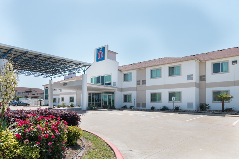 Motel 6-Hillsboro, TX, Hill