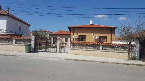 Къща за гости Иванови, Pavel Banya