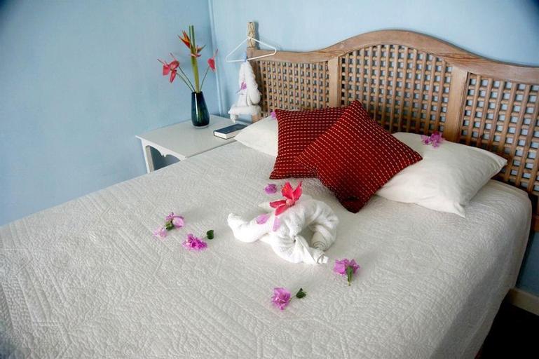 Barefoot Suites,