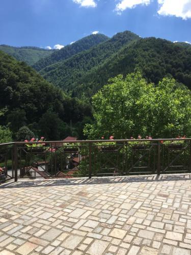 The Terraces, Teteven